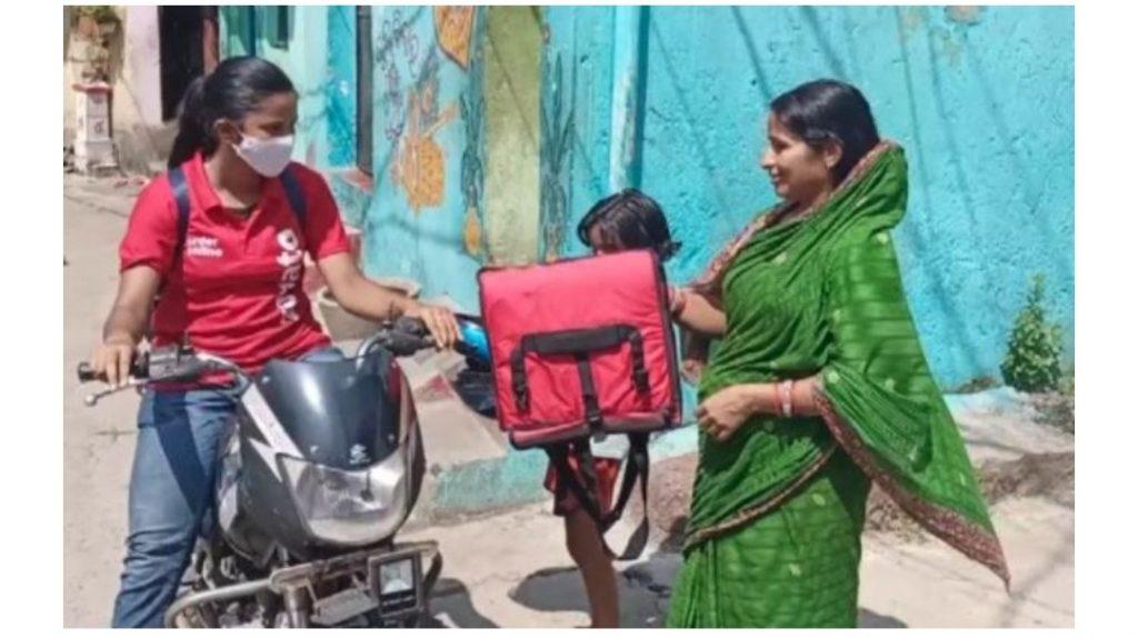 ओडिशा की लड़की ने लॉकडाउन के दौरान परिवार का साथ देने के लिए फुड वितरण का काम शुरू किया! 1