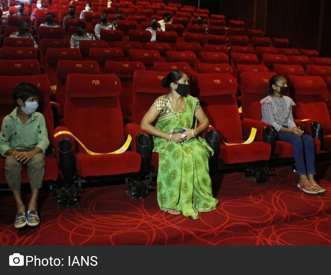 प्रतिबंधों के बीच यूपी में सिनेमा हॉल फिर से खोलने से किया इनकार! 18