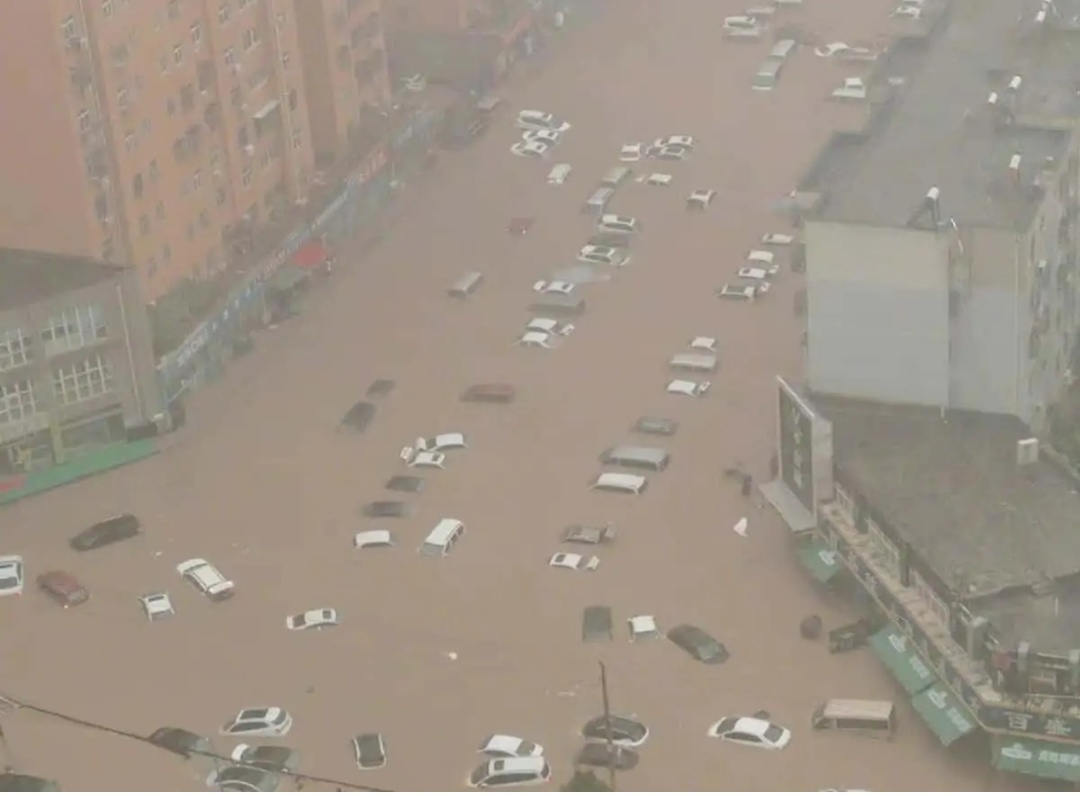मध्य चीन में बाढ़ ने सड़कों पर नदियों जैसा हाल! 7