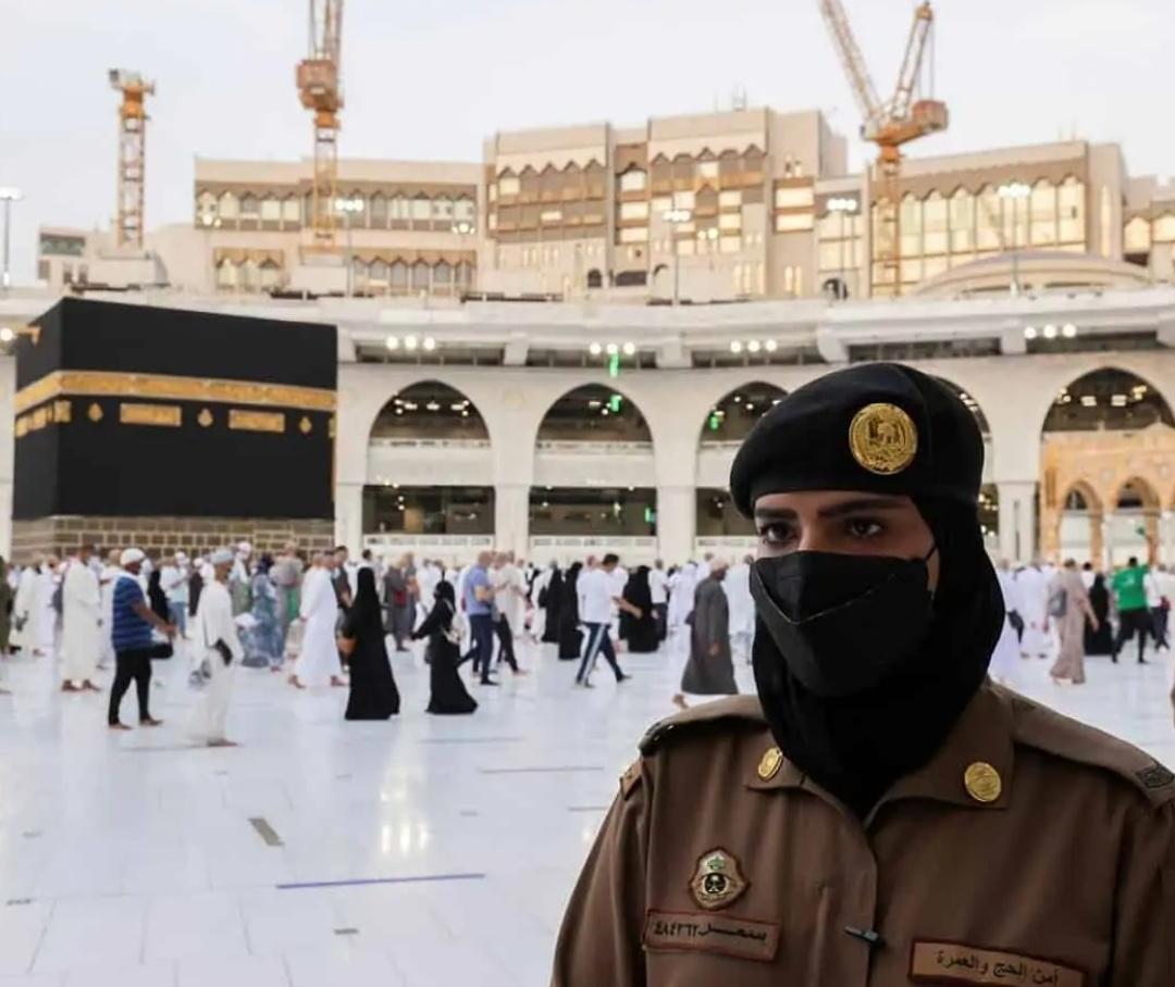 पहली बार सऊदी महिला सैनिक हज के दौरान तैनात रही! 13