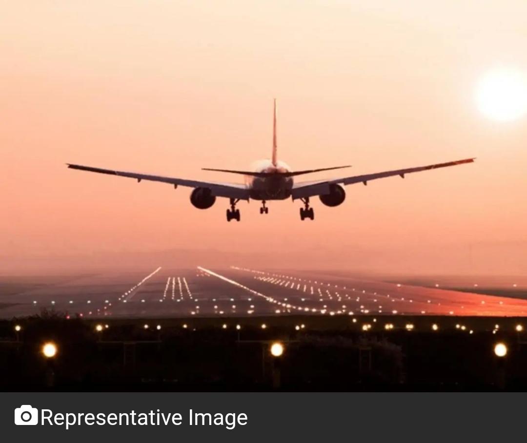 पाक ने गैर-टीकाकरण वाले व्यक्तियों को घरेलू हवाई यात्रा से प्रतिबंधित किया! 11