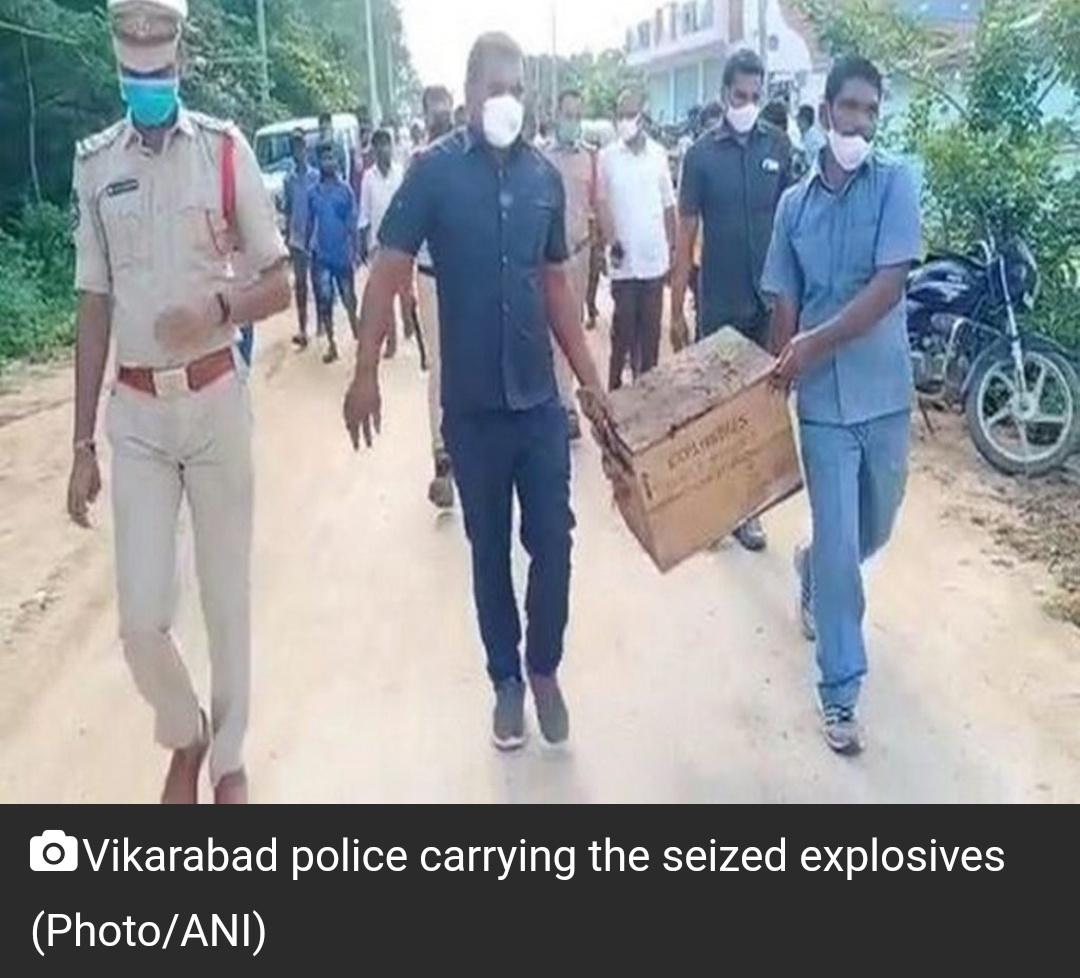 तेलंगाना पुलिस ने विकाराबाद में पुरानी इमारत से भारी मात्रा में विस्फोटक बरामद किया है 11