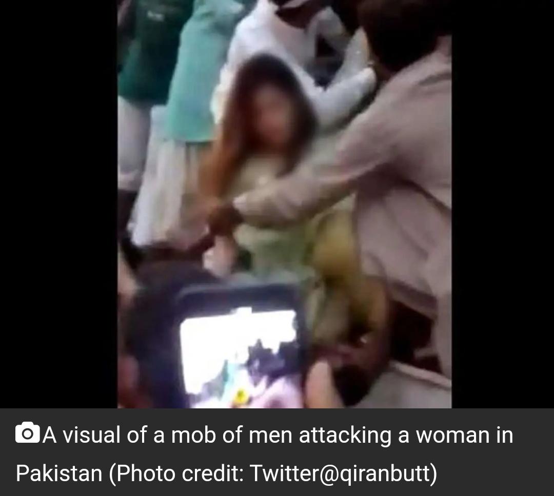 पाक महिला टिकटॉकर के कपड़े फाड़े गये, हवा में फेंका गया! 20