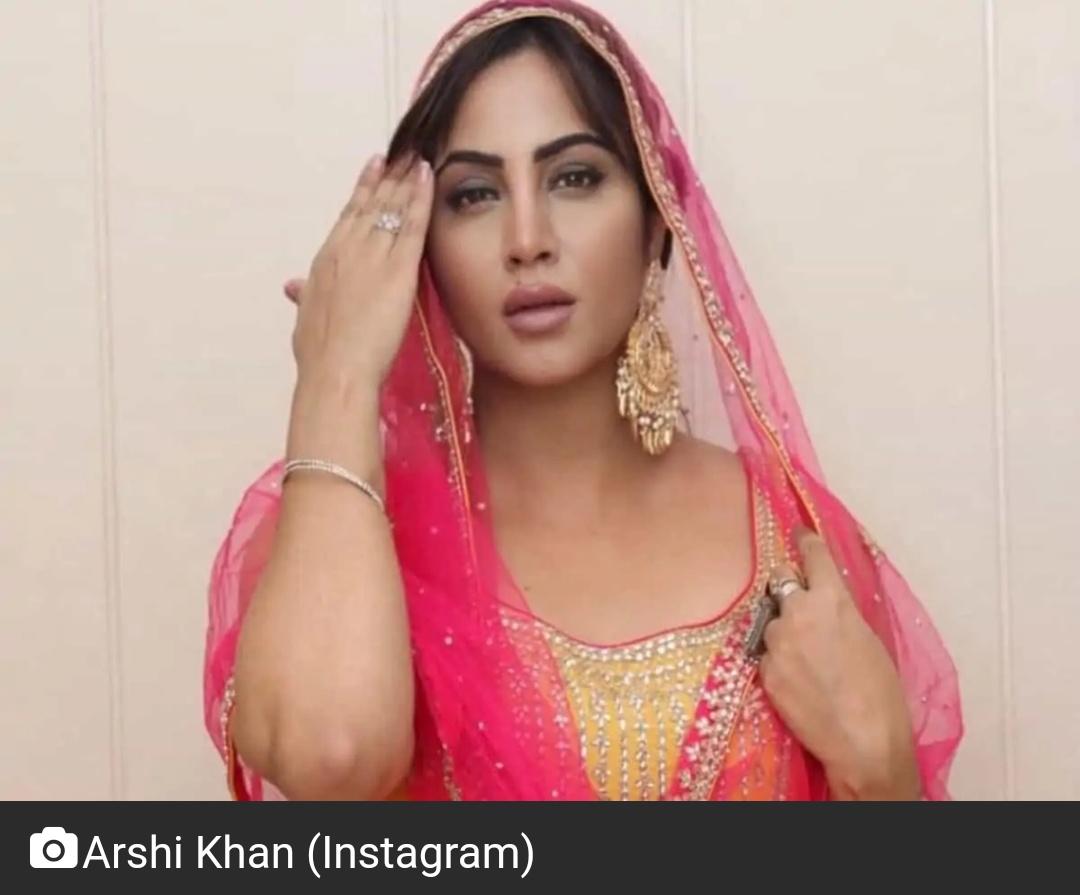 अर्शी खान ने अफगानिस्तान के क्रिकेटर से की सगाई 18