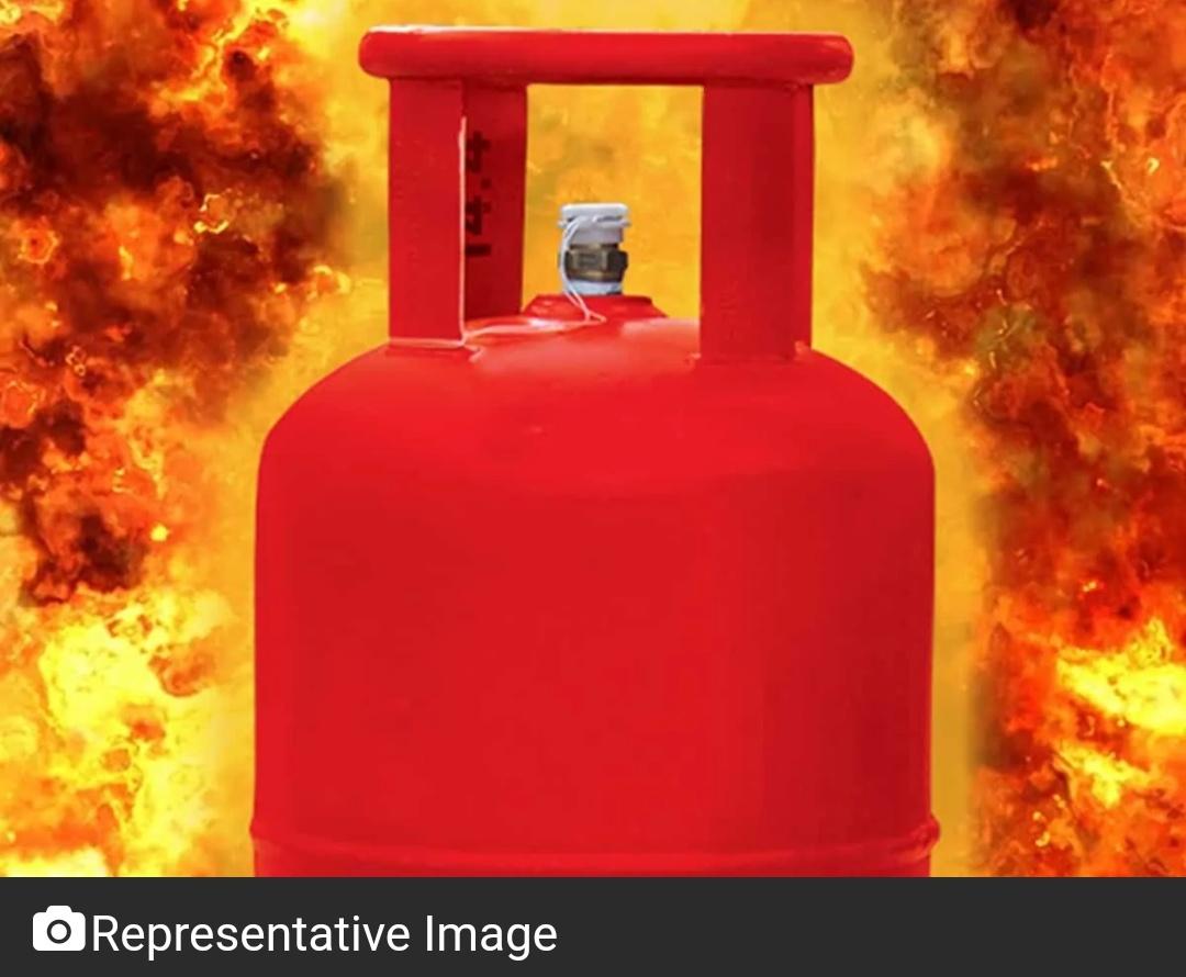 मुंबई: धारावी में रसोई गैस सिलेंडर विस्फोट में 15 घायल; पांच की हालत नाजुक! 15