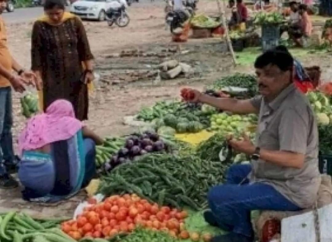 यूपी आईएएस अधिकारी की सब्जी बेचने वाली तस्वीर का कोई 'उद्देश्य' नहीं है 12
