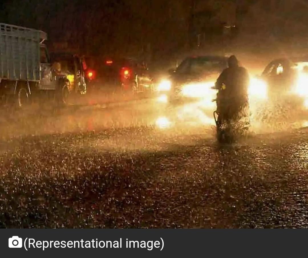 तेलंगाना सरकार ने बारिश से प्रभावित ग्रेटर हैदराबाद में दो दिन की छुट्टी की घोषणा की 12