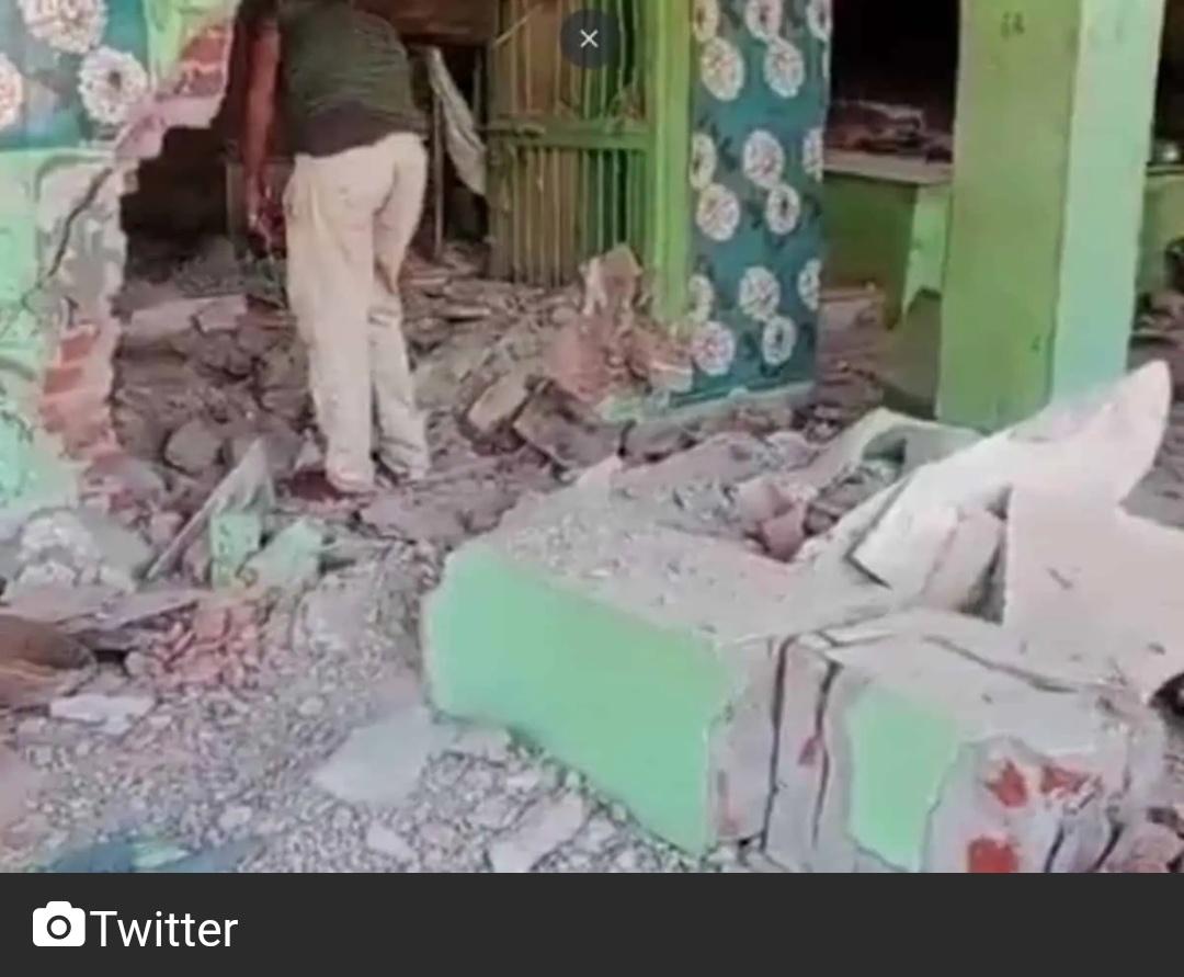 एमपी: हिंदुत्व उग्रवादियों ने गन पाउडर का इस्तेमाल कर दरगाह को गिराया! 9