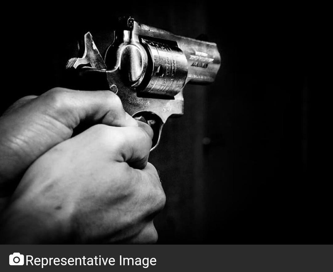 दिल्ली में सीआरपीएफ के हेड कांस्टेबल को गोली मारी गई! 13