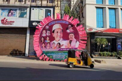 TRS प्लेनरी की तैयारी में हैदराबाद को गुलाबी रंग से रंगा गया